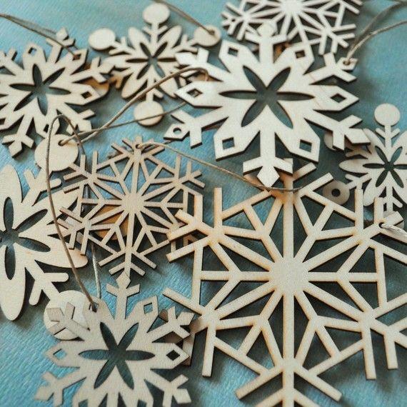wood snowflakes: Laser Cut Wood, Wood Christmas Ornaments Cut, Christmas Holidays, Galleries Wall, Cut Snowflakes, Wood Snowflakes Ornaments, Lasercut, Christmas Decor, Bags