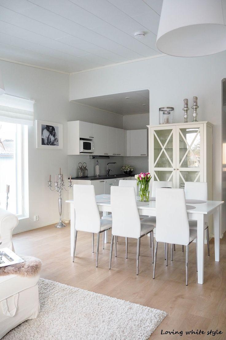 Loving white style: UUDEN VITRIININ ESITTELY & TAULUN PAIKKA