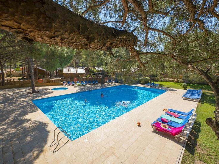 Ontdek het zwembad van camping Punta Milà en het strand 850 m verderop