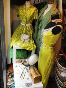 """Un piccolo negozio per gli amanti del Vintage, in zona """"Isola"""" a Milano, nel cuore del """"Motoquartiere"""". Da noi troverete abbigliamento e accessori d'epoca in un ambiente rilassante. Live in vintage via thaon de revel 4"""