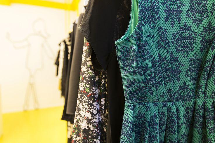 #viasantasofia #milano #labitino #easychic #labitinoeasychic #store #yellow #giallo #vestito #abbigliamento  #dress #texture