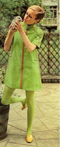 Twiggy 1967 mod vintage fashion, 1960s life, 1960s models, green dress, Twiggy model