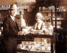 18-летняя официантка Бонни Элизабет Паркер - прежде чем она встретила своего Клайда Бэрроу. США, 1928 г.