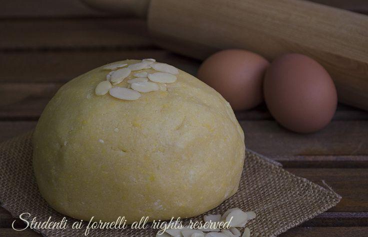 Pasta frolla alle mandorle per biscotti e crostate con farina di mandorle, morbida, facile e veloce con farina di mandorle.