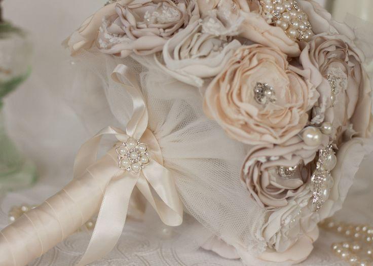 Свадебные аксессуары: букет невесты без живых цветов  #свадьба #букет #невеста #букетневесты #свадебныйбукет #аксессуары #мода #свадебныеаксессуары #тренды