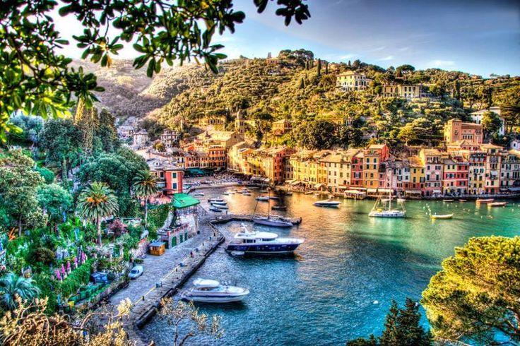 | #Portofino | #Genova | 439 abitanti |  #Offerta #Volamondo: http://www.volamondo.it/offerte/compra?id=160  Genova a 80€: 1 notte in coppia in camera matrimoniale e prima colazione + cena in uno dei ristoranti convenzionati del centro storico con prodotti tipici regionali. In giornata visita la perla del #Tigullio!