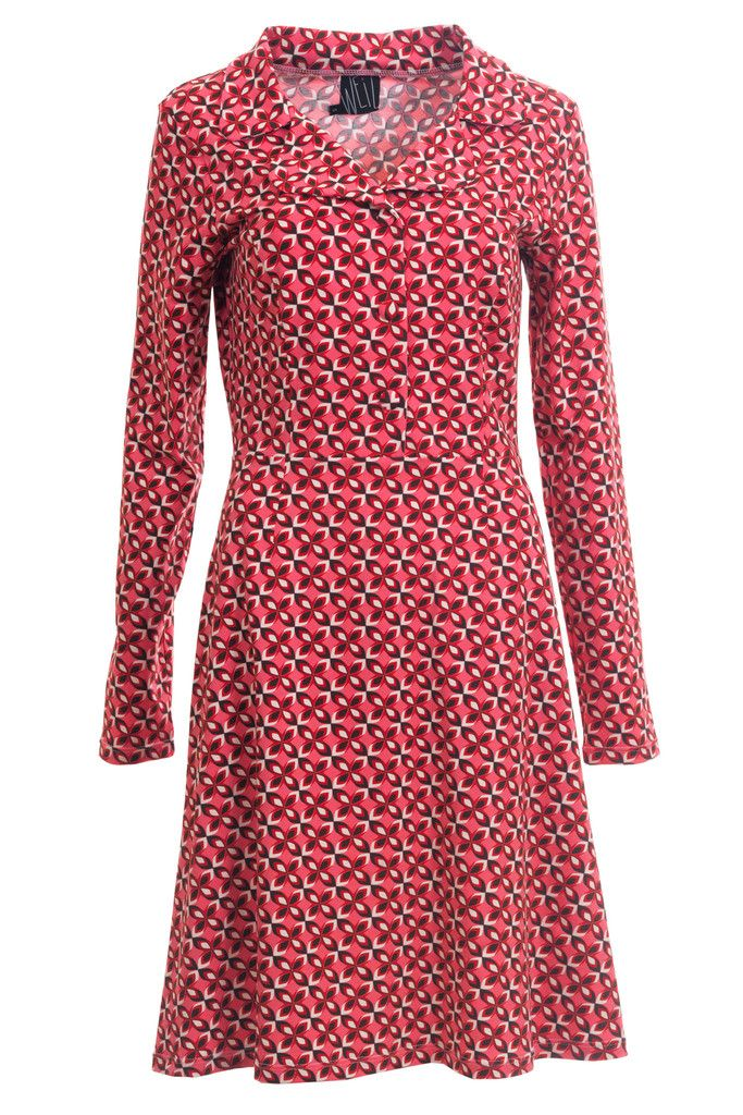 I have been waiting for this retro inspired Iben dress. I love the fit and the colours.