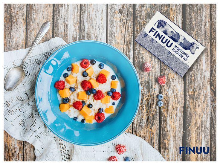 Fińska kuchnia jest znana na całym świecie z prostych smaków, prosto z natury. Ulubiona owsianka z dodatkami owoców, z dodatkiem klasycznego masła FINUU nie tylko nasyci ale i rozgrzeje. #finuu #finuupl #masło #porridge #owsianka #owoce #fruits #finnishcuisine #finskakuchnia #sniadanie #Inspiracje #kulinarneinspiracje
