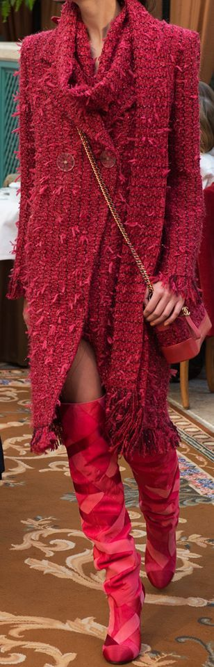 Beautiful coat, great fringe and terrific colour. Absolutely love the boots!