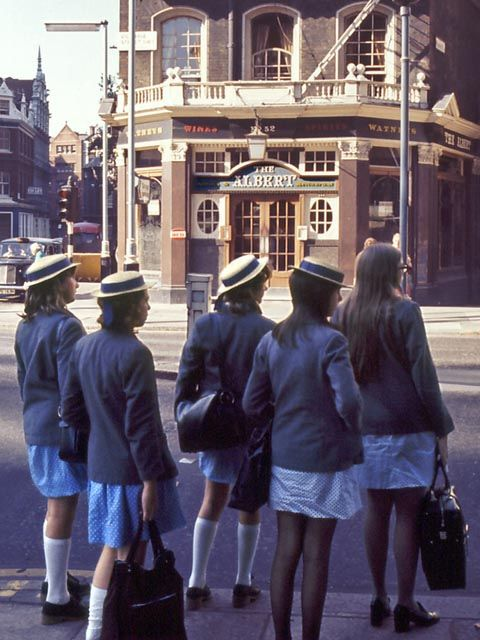 Vintage Everyday: 62 Amazing Ektachrome Snapshots of London in the early 1970s