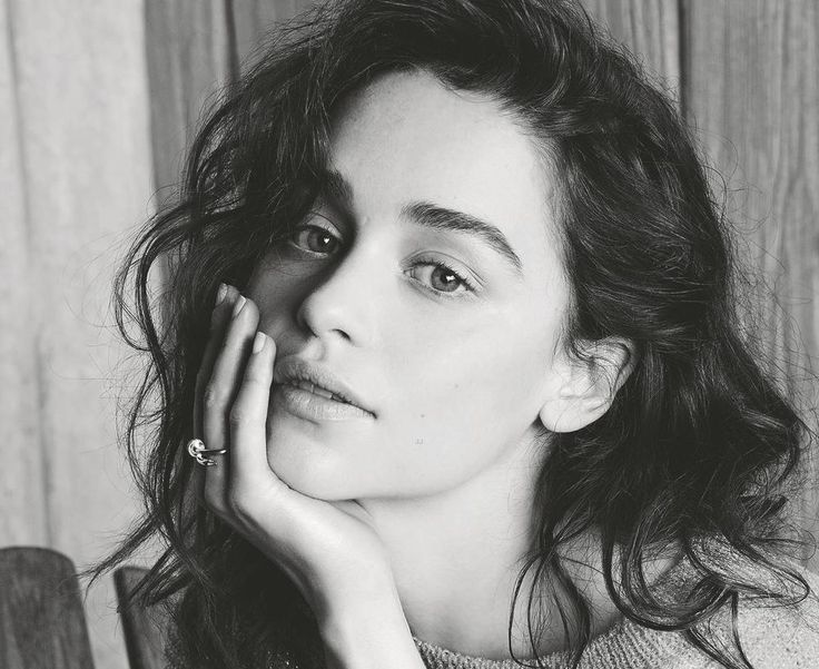Emilia Clarke posa natural