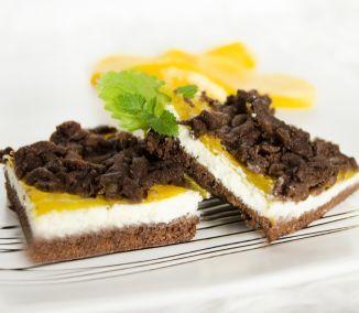 Výborný koláč, ktorým si môžete spríjemniť ráno pri kávičke. Tvaroh v spojení s broskyňami mu dodáva sviežosť a krehkosť, ktorú ocenia určite aj vaši šibači či iné veľkonočné návštevy. Doprajte si...