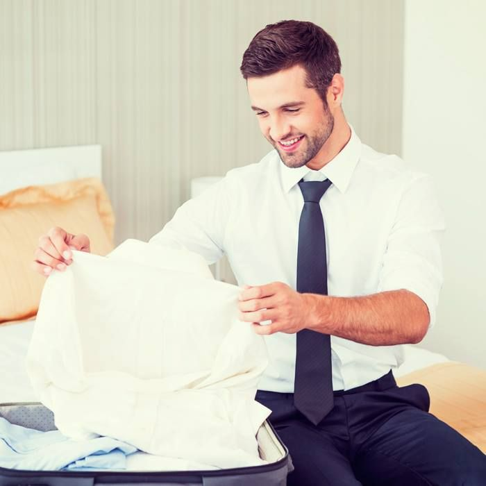 NH HOTELS ¿Cómo guardar un traje?. Aquí en seis pasos un método para  mantener la arruga fuera de tu equipaje de mano nhhotel.to/1p1yoEN - http://www.nh-hotels.com/