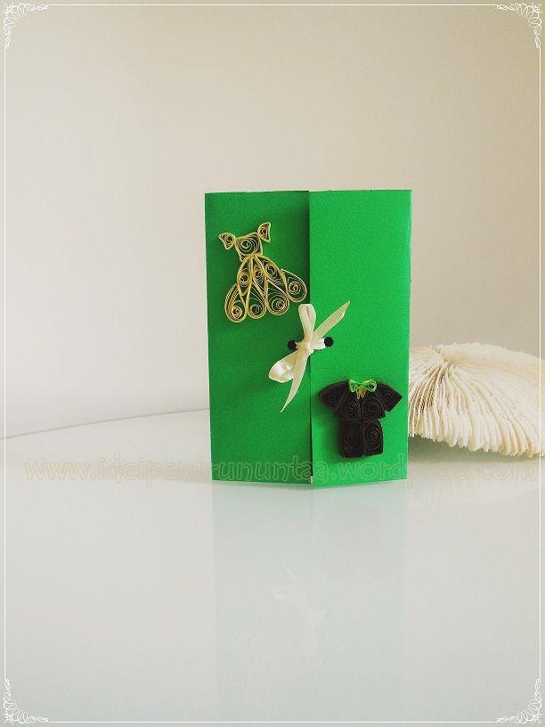 Invitatie de nunta realizata manual cu aplicatii din fasii de hartie de culoare crem si maro, care au la baza tehnica quilling.