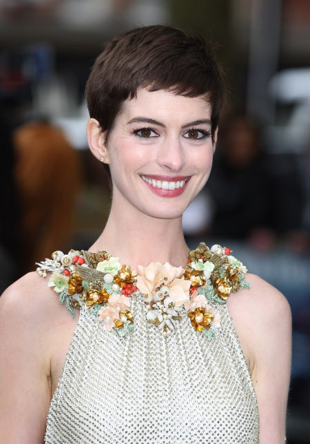 Anne Hathaway is MARRIED! Click through to get the scoop...