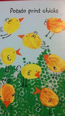 """""""Kuřátka v trávě :-) Tráva je z obtisknuté bublinkové fólie a kuřátka z bramborových razítek. Zobáčky vystřižené a zbytek dokreslený."""""""