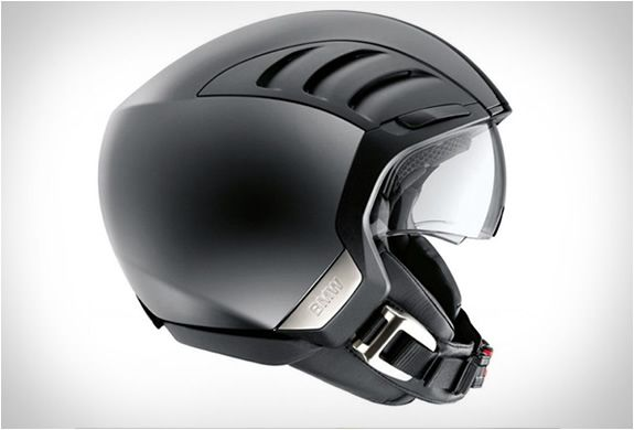 Winner of the Red Dot design award, the AirFlow 2 Helmet lives up to its name in terms of aerodynamics and optimum ventilation. The urban helmet features air-flow openings and ducts that can be shut or open when necessary, keeping the riders head coo