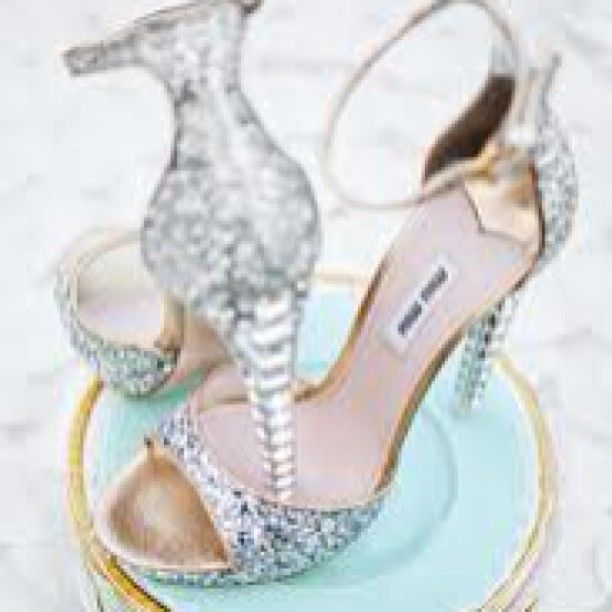 www.thechicadvisor.com #thechicadvisor #beauty #fashion #glamour #thechictweet #followthechic #style #chic #interiors #design #beautiful #beautifulpicture #bestofweb #photooftheday #lovelyfinds #girly #ilovepink #posh #miumiu #shoes #fashionblogger #styleblogger #instafashion #instachic