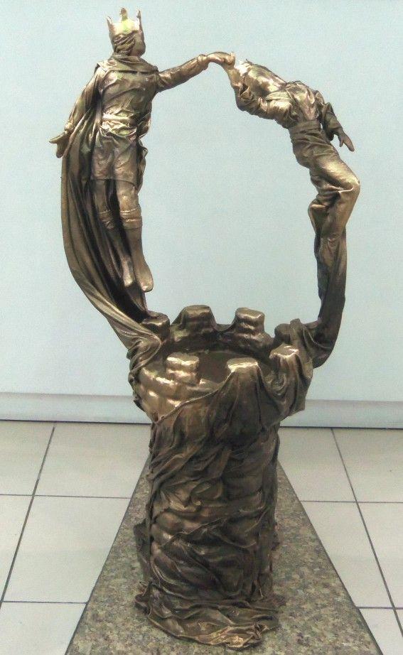 Rei e Rainha - Artista Hugo Krüger -  Escultura em Fibra de vidro e resina poliéster