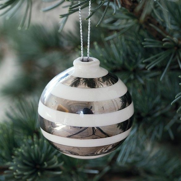 Finally, Christmas can be given the finishing touches with the iconic Omaggio stripes in shiny silver, which elegantly matches the classic colours of Christmas.