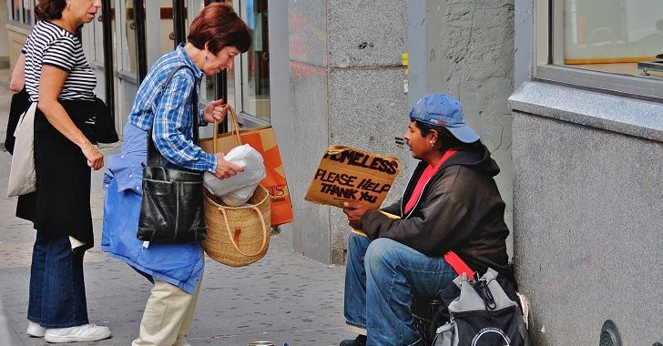 On Thursday, the Houston Police Department targeted a group of homeless advocates who were attempting to hand out hot food and gifts to the homeless.