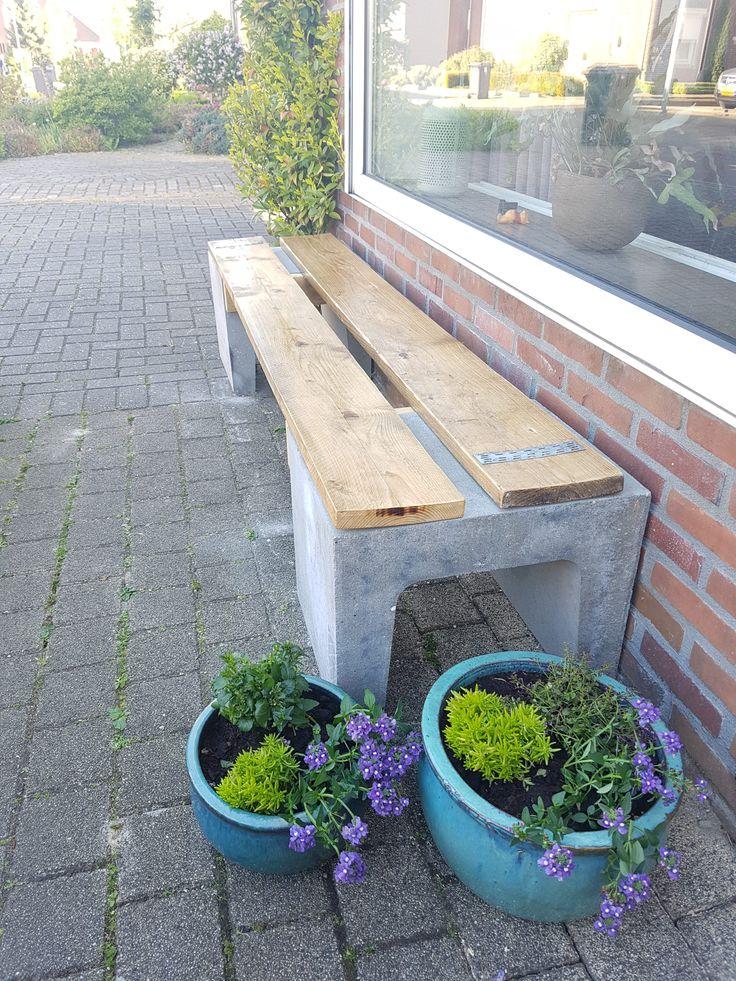 Stoer diy steigerhouten tuinbank met betonnen U elementen