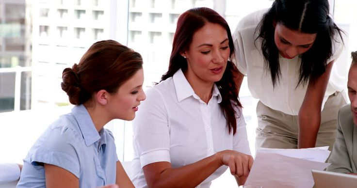 Bagi kamu karyawan baru gak perlu sungkan atau malu bila ingin minta tolong pada rekan kerja. Merasa canggung? Begini cara meminta bantuan ketika di kantor.  #tips #kantor