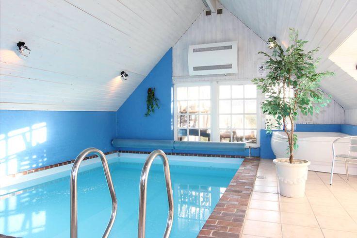 LAST MINUTE ab Samstag: Reetdachhaus mit Pool in kinderfreundlicher Lage:  http://www.danwest.de/ferienhaus/3228/schick-gut-eingerichtet-ferienhaus-swimmingpool  Weitere Last Minute Angebote findet Ihr hier: http://www.danwest.de/last-minute  #LastMinute #Poolhaus #Strandurlaub #Nordsee