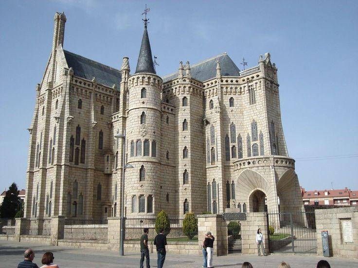 ·˙·CaminoUli2008·.· Astorga - Antoni Gaudí building - Palacio Episcopal