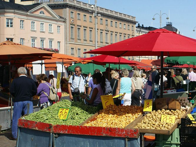 The Market Square, which is located in the Port of Helsinki, is one of the most vivid and colorful places in the city. It offers a variety of items to buy or sell, from souvenirs to flowers. And every October it holds the Baltic Herring Festival, where fisherman offer a diversity of fish.