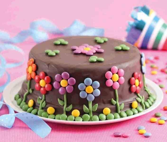 Schokoladenkuchen mit Smarties – Pinbest   – Gâteaux enfants –   #Enfants #Gât… – backen