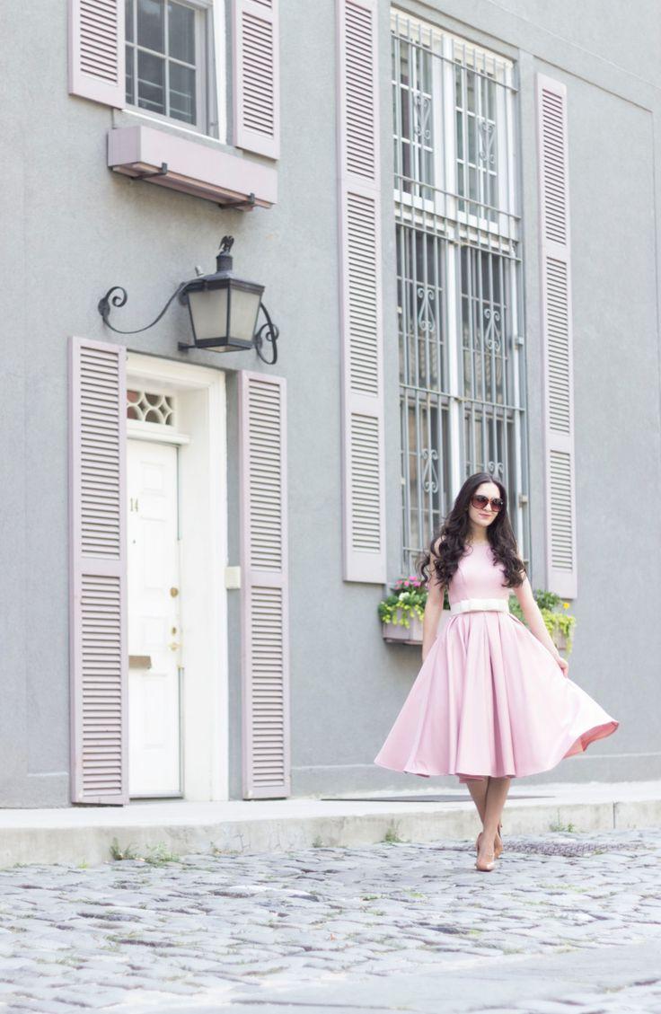 Chi Chi London High Neck Midi платье с юбкой, хи хи лондон Адел платье, чи-чи лондон розовое платье с бантом, чи-чи лондон бежевое платье с флота, чи-чи лондон светло-голубое платье с темно-лук, хи хи лондон мундирах с светло-голубой лук, Крисчен Лубаутин Пигаль насосы в 100 мм в обнаженных, Louboutin Pigalle насосов, Louboutin так кейт 120 мм обнаженной