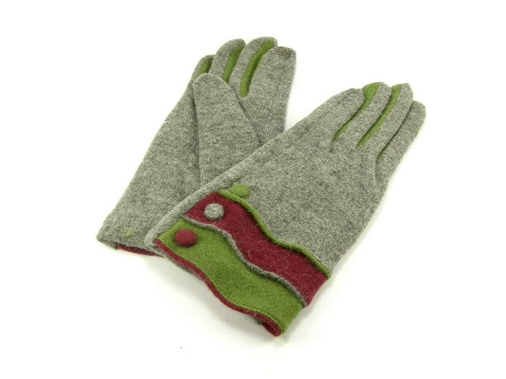 Guantes de lana en gris, vino y verde con detalle de botones #lana #invierno #complemento #frío #navidad #regalo #zaragoza #aragonia #guantes #gris #vino #verde #botones