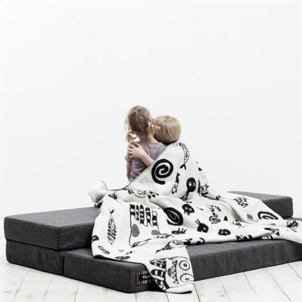Apartment living: Gulvpude, børne tumlemadras, sofa