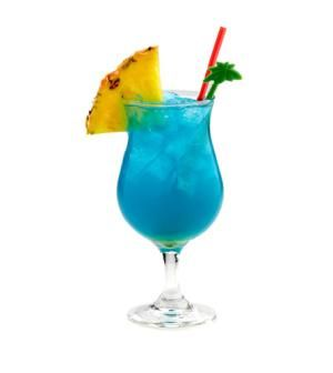 How to Make the Perfect Blue Hawaii Cocktail in One Minute: Blue Hawaii Cocktail