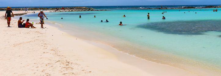 Die schönsten Strände der Niederländische Antillen Die Niederländischen Antillen liegen im Süden der Karibik nur unweit des südamerikanischen Festlandes. Die drei Hauptinseln sind Aruba, Bonaire und Curacao. Durch die geografisch sehr gute Lage bleiben die Inseln von Wirbelstürmen verschont und sind ein ganzjähriges Reiseziel. Neben dern ganzjährig guten Wetteraussichten zählen die Strände der niederländischen Antillen …