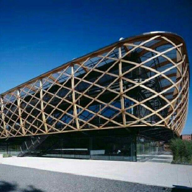 Hugo Boss Industries Strategic Business Unit, em Coldrerio, Suíça. Projeto do arquiteto Matteo Thun. #arts #architecture #arquitetura #arte #decoração #design #decor #interiores #interior #projetocompartilhar #shareproject #wood #madeiraeconforto #madeira #confort