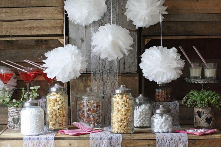 Pompoms jsou levné papírové svatební dekorace, které si můžete vytvořit i doma. Přečtěte si návod, jak na to.