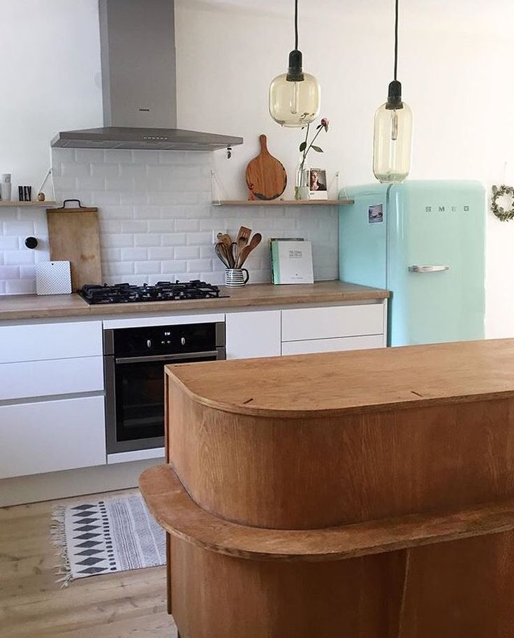 How beautiful isn't this kitchen that belongs to @hellohighlife? ✨ The usage of our Pythagoras shelf is so creative - we love it!