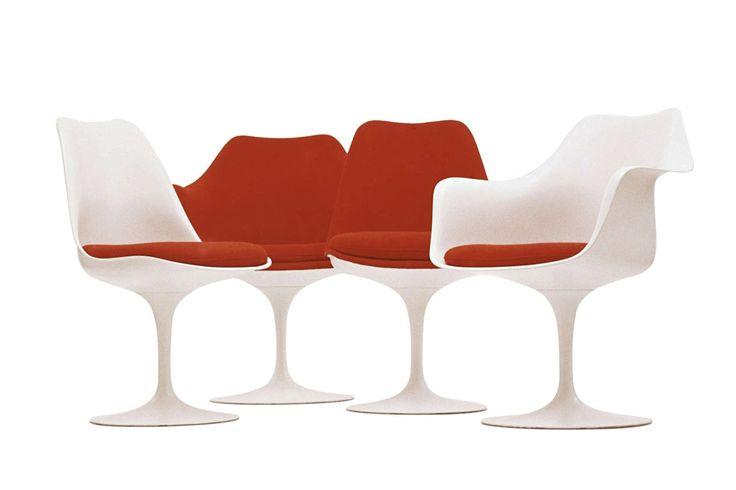 <b>Ээро Сааринен</b> исполнил оду минимализму, создав этот «стул-тюльпан» в 1956 году. Архитектору хотелось уменьшить классический предмет мебели, насколько это было возможно. Он полагал, что ножки стульев (особенно, когда их много) не украшают интерьер, а только портят его.