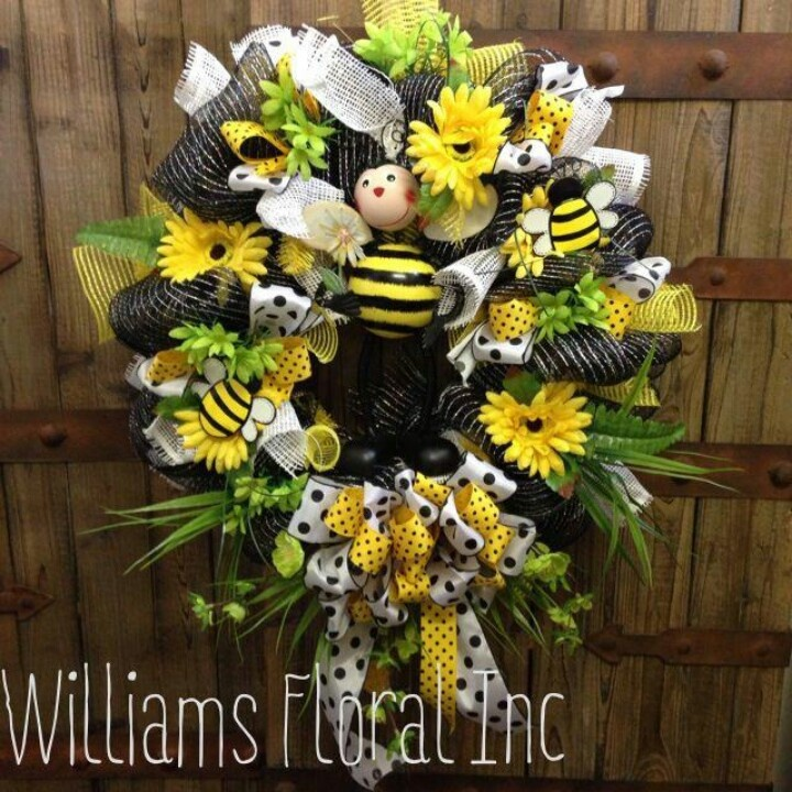 This Adorable Bumble Bee Wreath Is A Great Seller