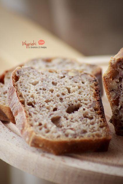 Chleb na zakwasie żytnim, z orzechami