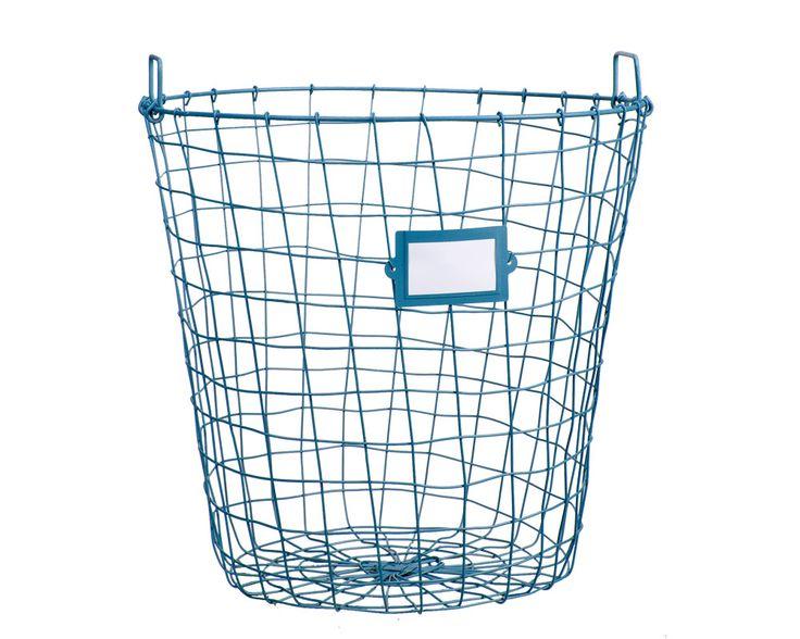 Mand 101 rond: stoere mand van metaal, verkrijgbaar in blauw en antraciet. Ideaal voor het opbergen van bijvoorbeeld kussens of speelgoed #101woonideeen #leenbakker