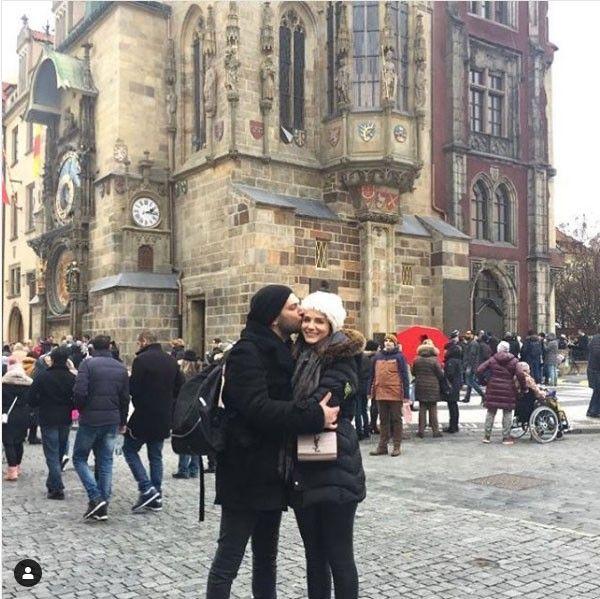 سافر النجم التركي مراد يلدريم مع زوجته ملكة جمال المغرب السابقة إيمان الباني إلى جمهورية التشيك حيث اختار الثنائي استق How To Play Drums Scenes Street View