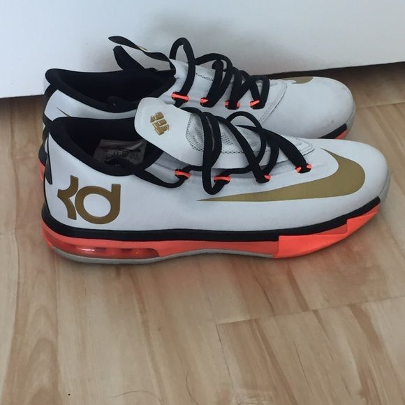 KD sneaker Kevin Durant sneaker used size 5 youth womens 7 Nike Shoes  Sneakers  73e2d3ade1