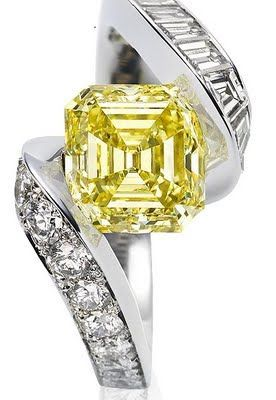 Van Cleef & Arpels exceptional piece of engagement ring, Asscher cut Vivid Yellow Diamond on Pave set with brilliant cut and baguette diamonds 2011