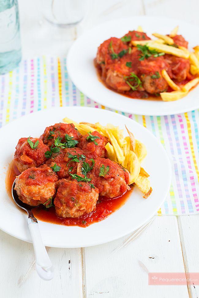 Cómo hacer albóndigas de pollo. Receta fácil para hacer albóndigas en salsa de pollo. No te pierdas esta receta de pollo paso a paso.
