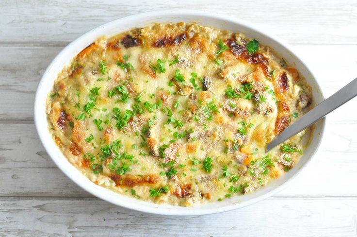 Her får du opskriften på en lækker kyllingeret i fad. Med mornaysauce og masser af grøntsager. Opskriften er beregnet til to dage.