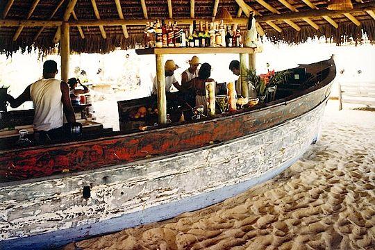 Uxua Praia(ブラジル、バイーア州)(C)Uxua.com ▼10Aug2013CNN 写真特集:世界のビーチバー http://www.cnn.co.jp/photo/35035752.html #Uxua_Praia #Bahia #Trancoso