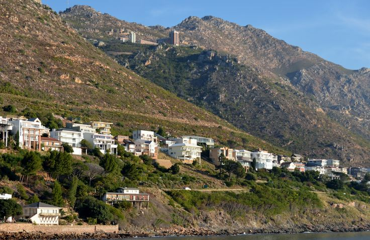 Suikerbossie Road is one of the most sought-after street addresses to live in the Helderberg - with westwards facing views over False Bay towards the Cape Peninsula and Table Mountain side of Cape Town. #GordonsBay #Suikerbossie